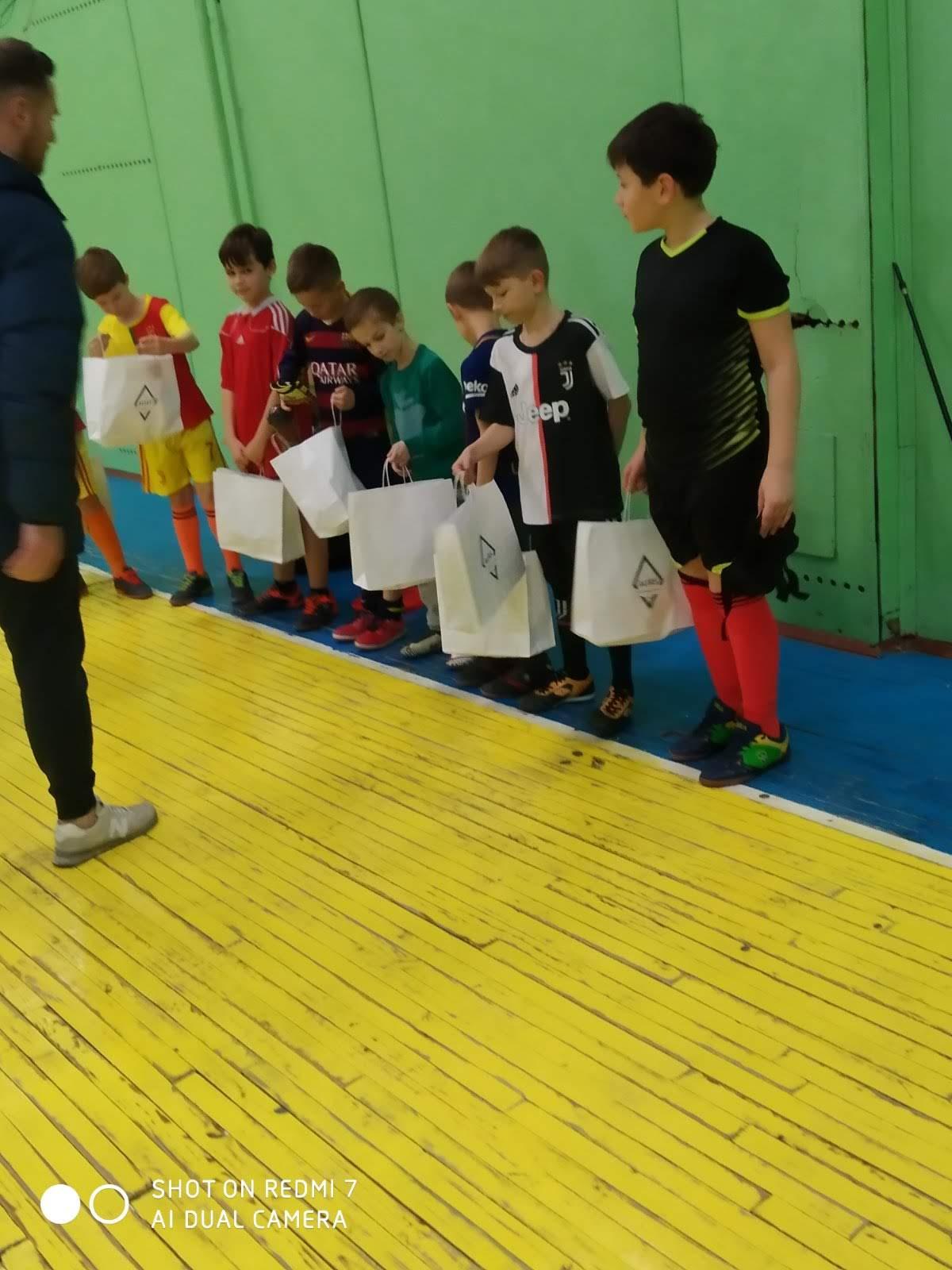 Шкільна секція з футболу